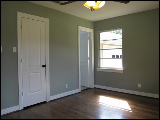 But this is the biggest bedroom (and has its own half bath!) so you can put your favorite rommate in here.